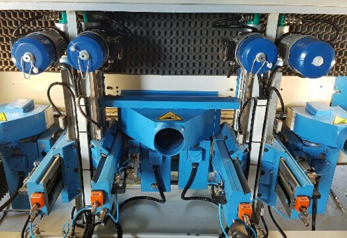 Questa è la macchina F. Il suo lavoro consiste in ...... Design aggiornato e nuove schede elettroniche per una memoria più ampia.
